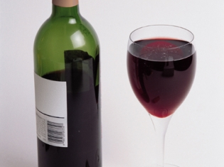 Moderate Drinking Linked to Better Cognitive Function