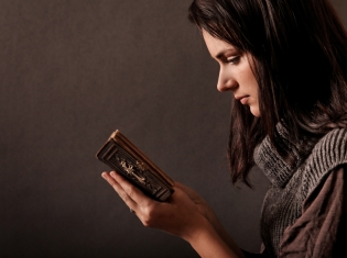 Religion May Deter Drinking Problems for Teens