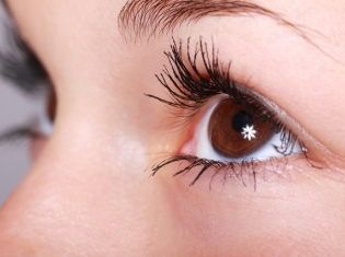 Early Ovary Removal Could Affect Your Eyes
