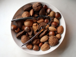 Studies Find Benefits in Eating Nuts