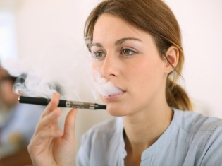 E-Cigs May Help Smokers Kick the Habit