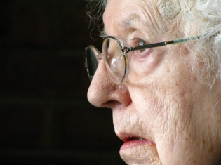 Trouble Breathing Linked to Trouble Thinking for Seniors