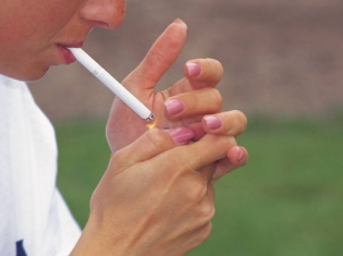 Smoking, But Not Past Alcohol Abuse, May Impair Mental Function
