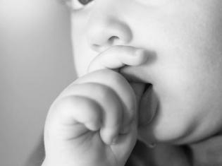 Autism's Earliest Symptoms Not Evident in Infants Under 6 Months