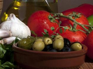 Mediterranean Diet Beats Low-Fat for Heart Health