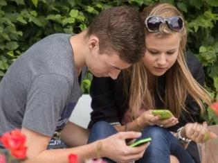 Smartphones May Help Teens Take Their Meds