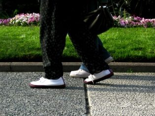 Walking Gives Leg Up on Clogged Limb Arteries